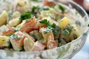 Блюдо чешской народной кухни, традиционный рождественский картофельный салат